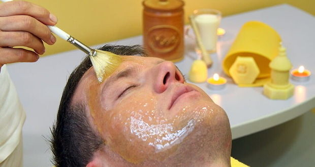 Honingbaden en -behandelingen tijdens de Honey Spa Pampering in La¨ko, G.F.