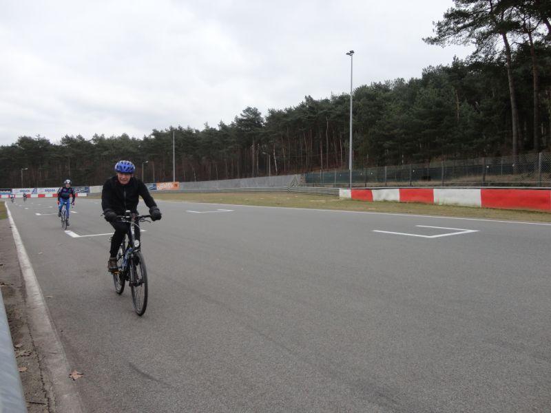 60 km fietsen op het circuit van Zolder