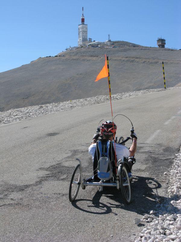 Een moedig eerbetoon per handbike